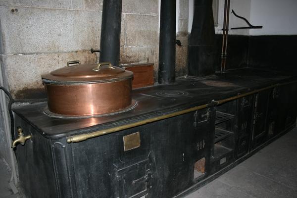Nutrigu a fogones con historia las cocinas del palacio - Cocina de carbon ...