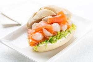 tapas con salmon marinado
